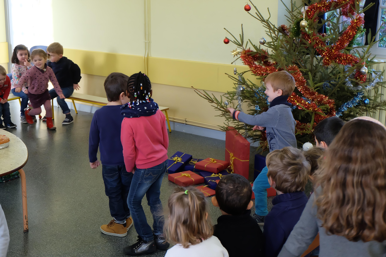 Cadeau De Noel Classe.Epiphanie Découverte Des Cadeaux De Noël 2015 Ecole